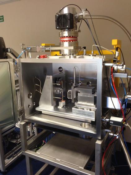 NanoTest Xtreme внутри вакуумной камеры